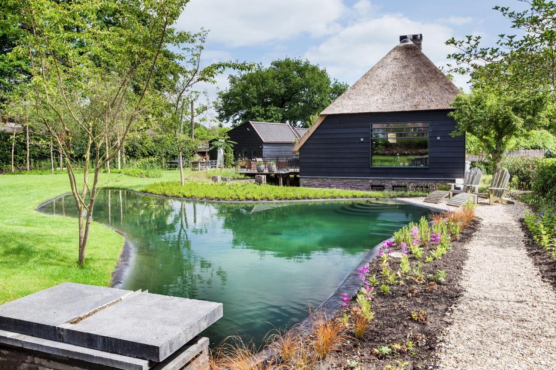 Zwembaden natuurzwembaden zwembaden met stijl for Zwembad voor in de tuin met pomp